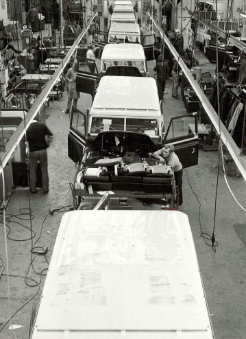 land_rover_factory_1975